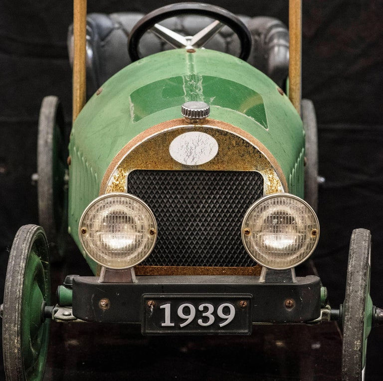 Mid-20th Century French Green Toy Car For Sale 1