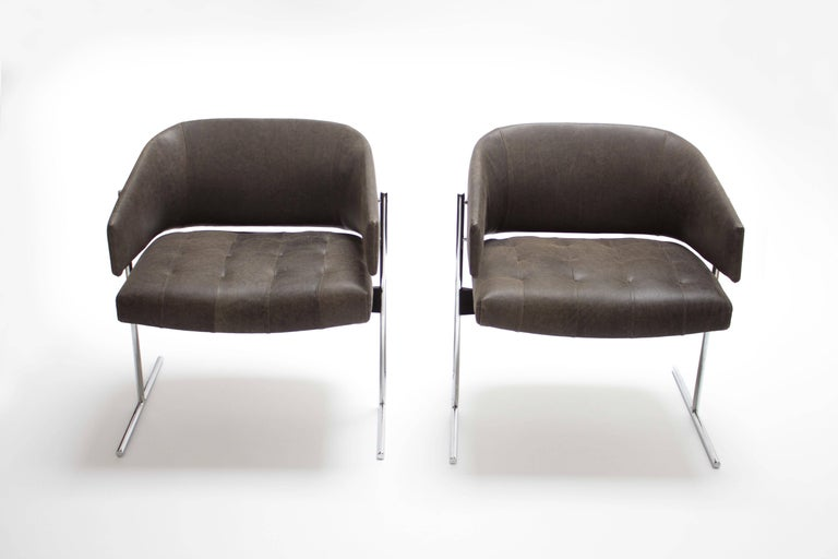 Mid-Century Modern Pair of Grey Senior Armchairs by Jorge Zalszupin in Soft Leather, Brazil, 1960 For Sale