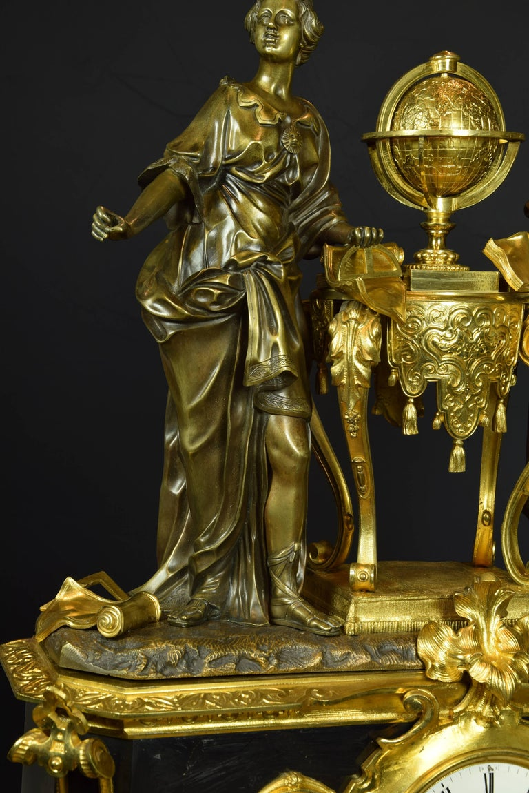 French Table Clock with Allegory of Sciences, 19th Century In Good Condition For Sale In Madrid, ES