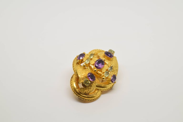 European 18 Karat Gold Brooch with Chrysoberyls and Amethysts, 20th Century For Sale