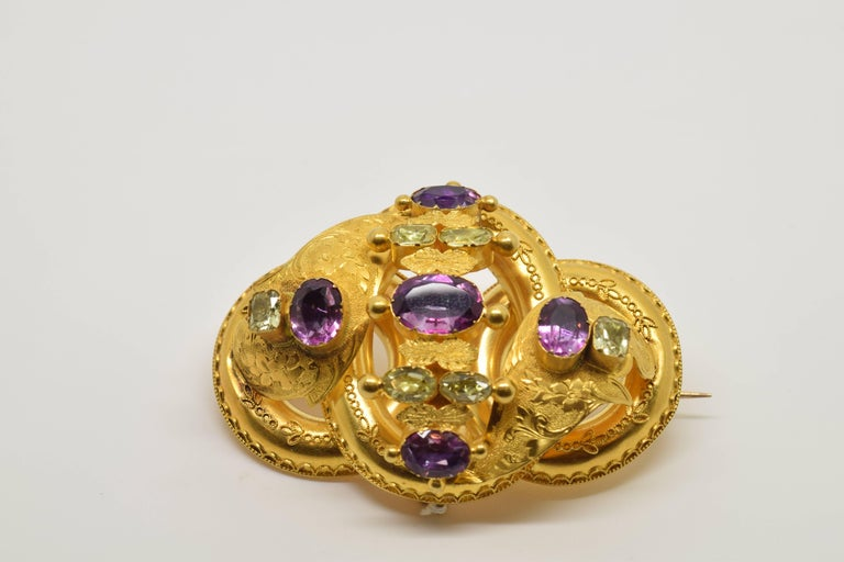 Neoclassical 18 Karat Gold Brooch with Chrysoberyls and Amethysts, 20th Century For Sale