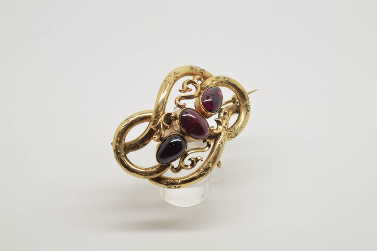 European 14-Karat Gold Brooch with Three Garnets, 20th Century For Sale
