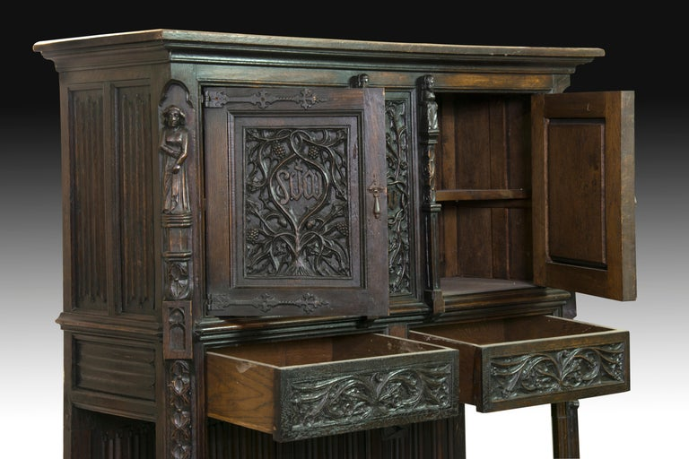 Neogothic Cupboard, Oak, 19th Century In Fair Condition For Sale In Madrid, ES