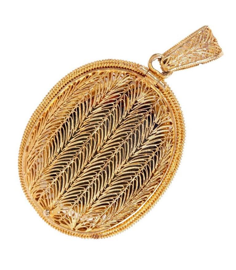 Empire Style Locket, circa 1800, 18-Karat Gold and Enamel For Sale 1
