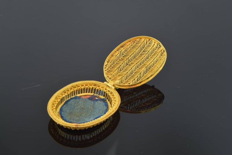 European Empire Style Locket, circa 1800, 18-Karat Gold and Enamel For Sale