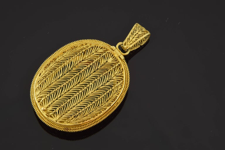 Neoclassical Empire Style Locket, circa 1800, 18-Karat Gold and Enamel For Sale