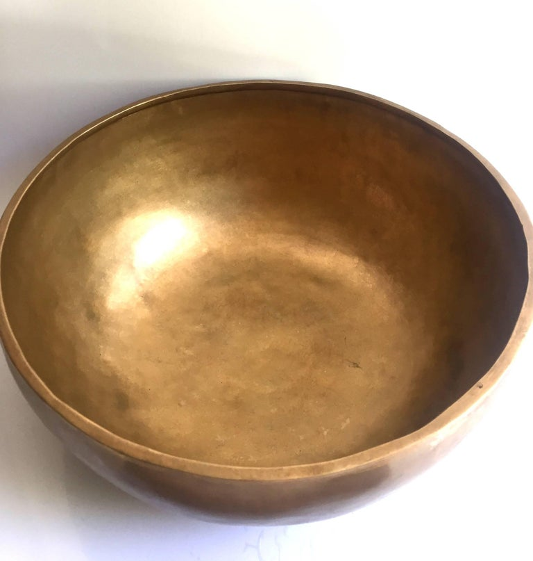 Singing Bowl, Nepalese Handmade Singing Bowl with Mahogany and Leather Striker In Excellent Condition For Sale In Somis, CA