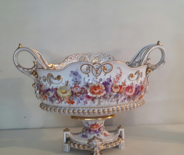Early 20th Century Berlin Center Piece For Sale 2