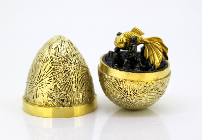Vintage Sterling Silver Gilded Surprise Egg In Excellent Condition For Sale In Braintree, GB