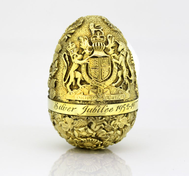Vintage sterling silver gilded surprise egg of the Silver Jubilee, 1952-1977.