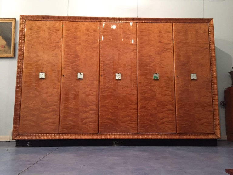 Spectacular and rare Italian Art Deco wardrobe in maple root wood, beautiful handles in cut-glass, frame shaped like a leaf, black lacquered 'grissinato' base, black lacquered sides. Elegant in an office or studio as well.