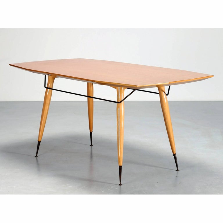 Mid century modern italian dining table in yellow maple for Really cool dining tables