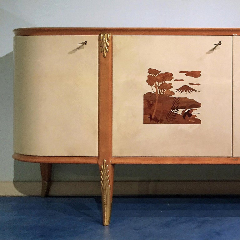 Italian Mid-Century Parchment Sideboard by Giovanni Gariboldi, 1940s In Good Condition For Sale In Traversetolo, IT