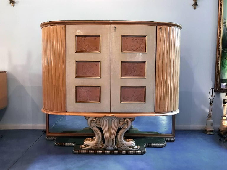Mid-Century Modern Italian Mid-Century Parchment Bar Cabinet, attributed to Borsani, 1940s For Sale