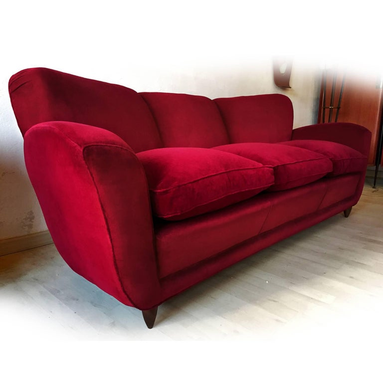 Mid-20th Century Italian large Sofa in red Velvet attributable to Guglielmo Ulrich, 1950s For Sale