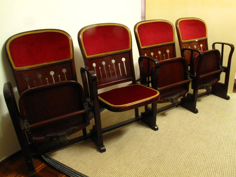 Row of Four Bentwood Viennese Theatre Chairs by Thonet, circa 1907 In Good Condition For Sale In Casale Monferrato, Alessandria Piedmont