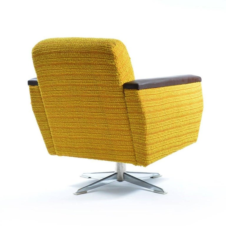 Bright Swivel Club Chairs, Czechoslovakia, circa 1960s In Good Condition For Sale In Zohor, SK