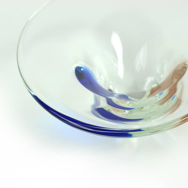 Clear and Blue Art Glass Bowl by Borocrystal, Czechoslovakia, circa 1960 For Sale 3
