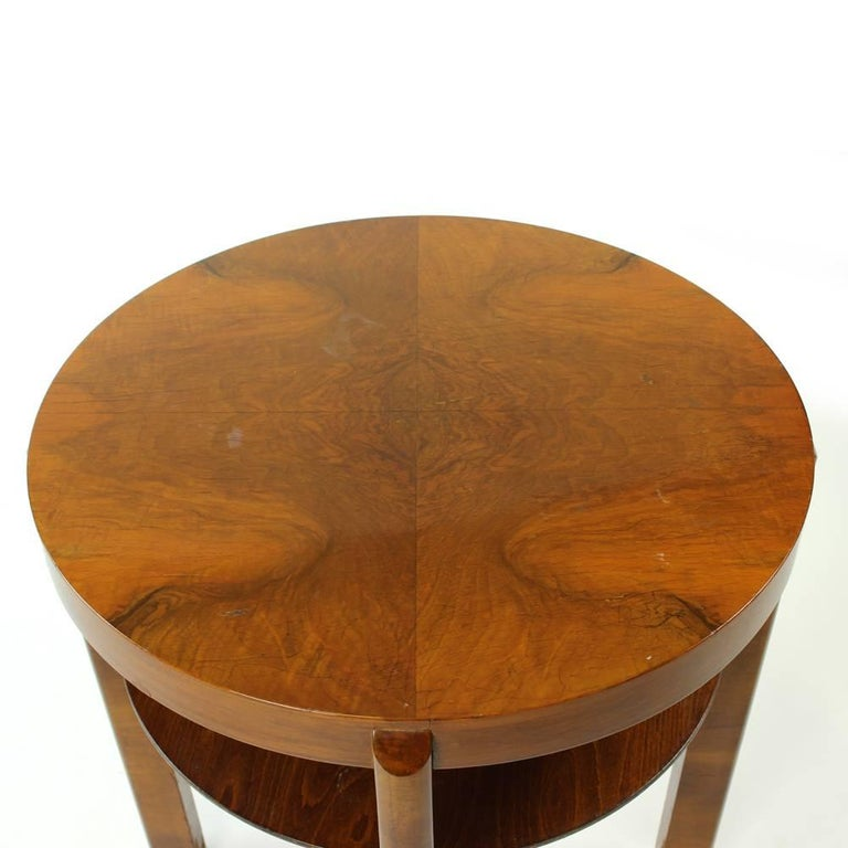 Round Side Table by Jindrich Halabala in Walnut Veneer, Czechoslovakia, 1930s For Sale 1