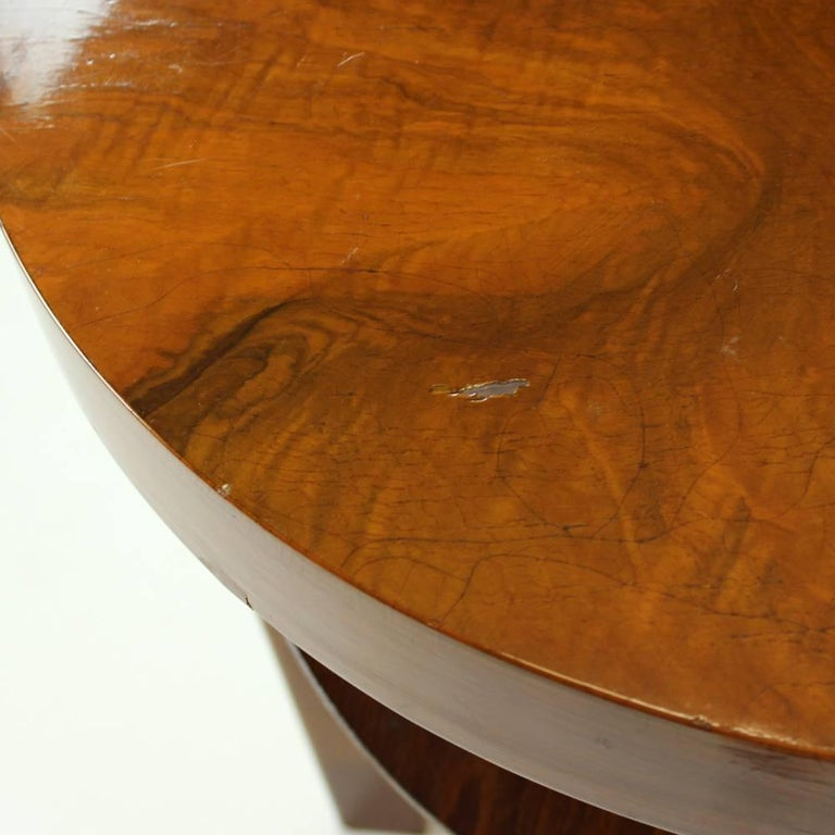 Round Side Table by Jindrich Halabala in Walnut Veneer, Czechoslovakia, 1930s In Good Condition For Sale In Zohor, SK