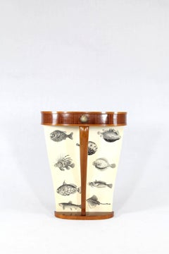 Small Italian consolle from the 1950s in the manner of Fornasetti