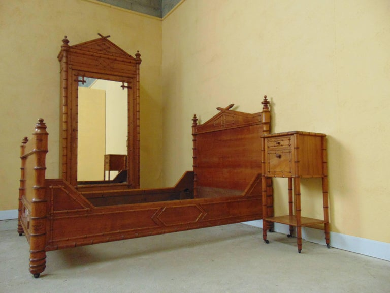 Bedroom suite faux bamboo circa 1900 for sale at 1stdibs for Bamboo bedroom furniture sets