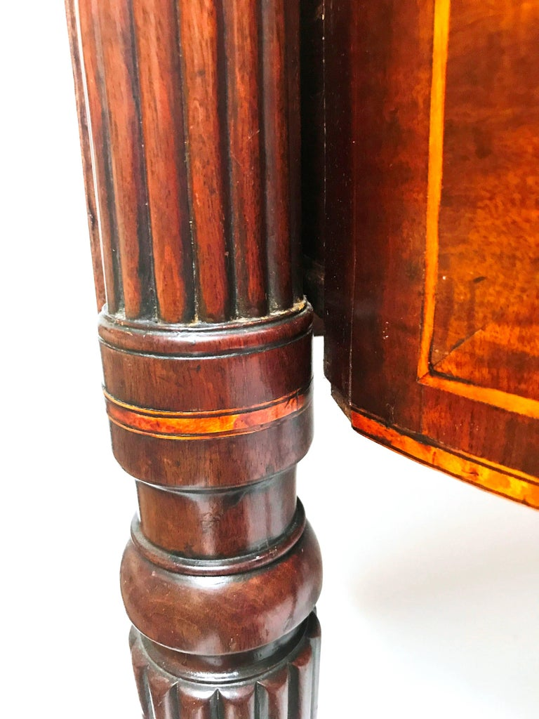 English 18th Century George III Mahogany Inlaid Serpentine Front Sideboard For Sale