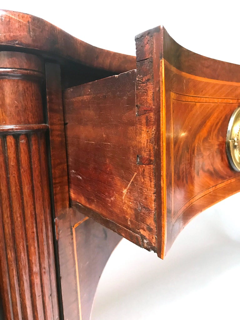 18th Century George III Mahogany Inlaid Serpentine Front Sideboard In Excellent Condition For Sale In Dallas, TX