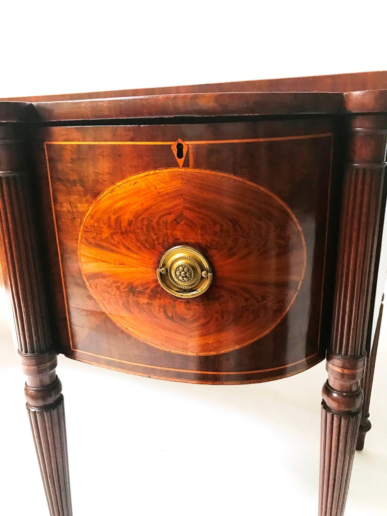 18th Century George III Mahogany Inlaid Serpentine Front Sideboard For Sale 4