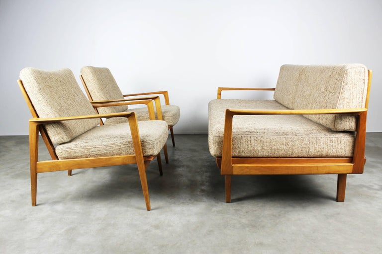 Rare fully original living room set with two lounge chairs and Magic sofa / daybed by Knoll Antimott, 1950.  The sofa can be turned around in a comfortable daybed in a manner of seconds. Wonderfull sculpted wood frame and minimalist metal