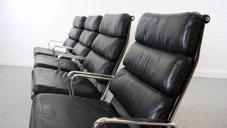 Charles Eames Soft Pad Chairs EA 216 Herman Miller / Fehlbaum in Black Leather In Good Condition For Sale In Halle, DE
