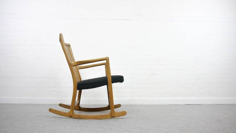 Danish Rocking Chair ML-33 Hans J. Wegner/Mikael Laursen, 1940, First Edition in Oak  For Sale