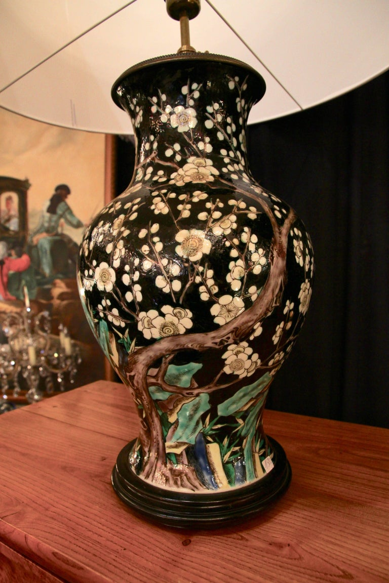 Chinese Vase Mounted in Lamp, Gilded Bronze, 19th Century Chinese Artwork In Good Condition For Sale In Bordeaux, FR