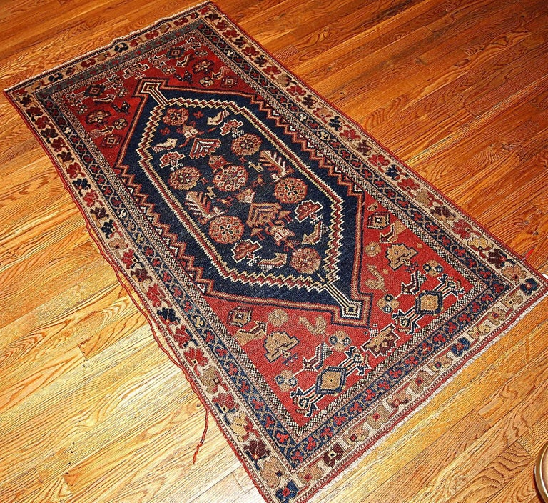 Handmade Antique Persian Shiraz Oriental Rug, 1920s At 1stdibs