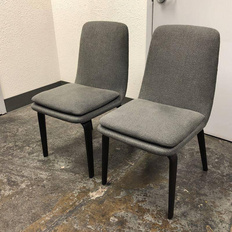 Rodolfo Dordoni for Minotti Pair of York Side/Dining Chairs For Sale at 1stdibs & Rodolfo Dordoni for Minotti Pair of York Side/Dining Chairs For Sale ...