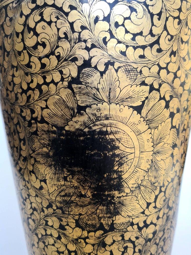 Gold 19th Century Chinese Black Lacquered Papier-Mâché Vase For Sale