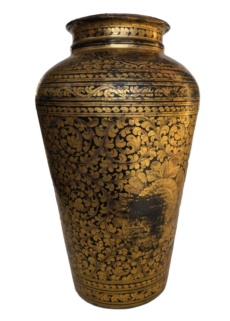 19th Century Chinese Black Lacquered Papier-Mâché Vase For Sale 1