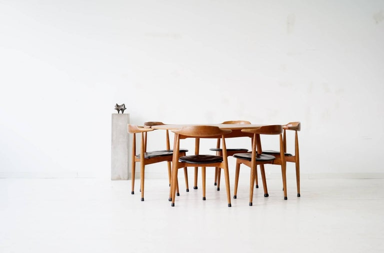Scandinavian Modern Set of Six Heart Dinging Room Chair, Tripod Table, H.J. Wegner Hansen F. Hansen For Sale
