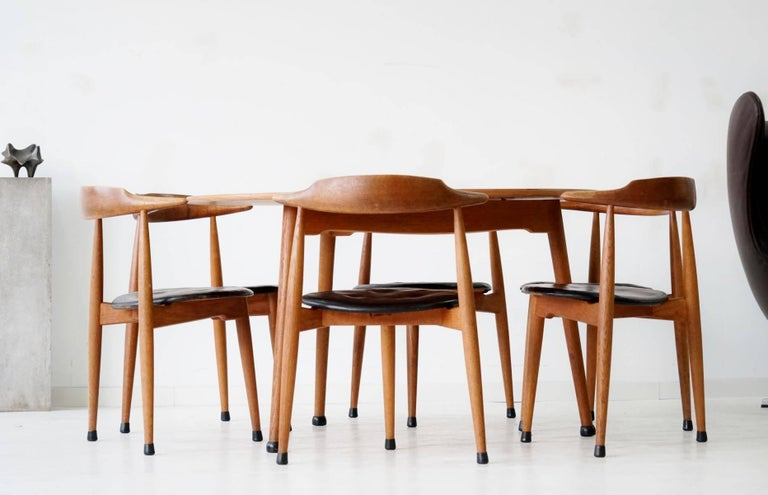 Set of Six Heart Dinging Room Chair, Tripod Table, H.J. Wegner Hansen F. Hansen In Good Condition For Sale In Greven, DE