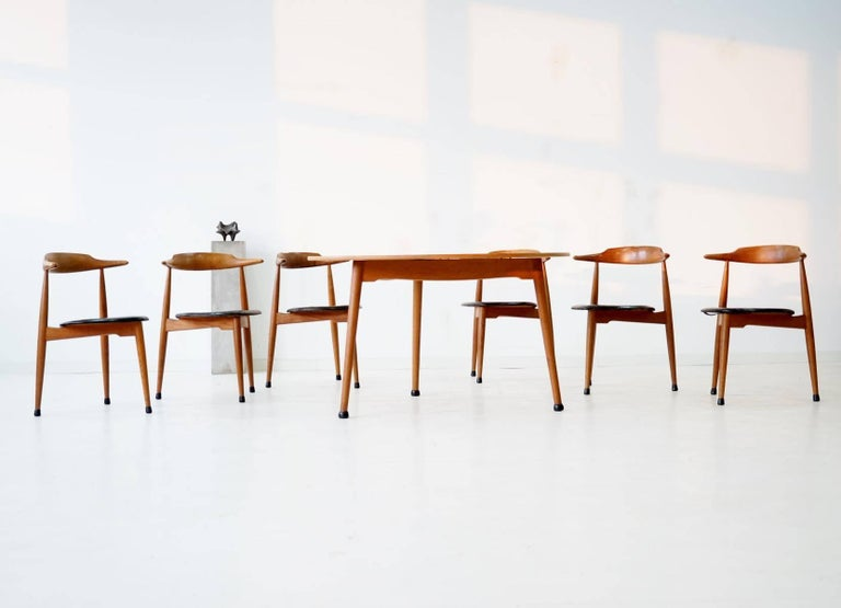 Mid-20th Century Set of Six Heart Dinging Room Chair, Tripod Table, H.J. Wegner Hansen F. Hansen For Sale