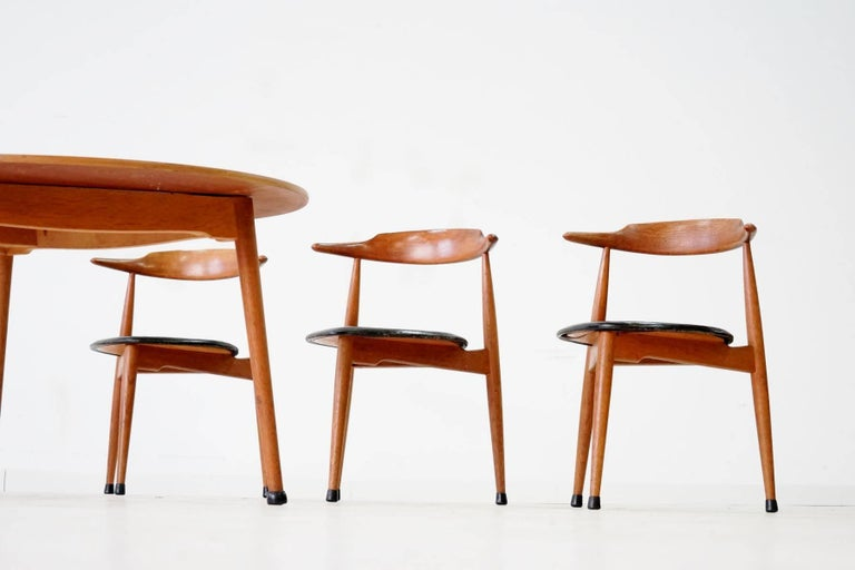 Midcentury set of six Heart dinging room chair and tripod table by H. J. Wegner Hansen F. Hansen