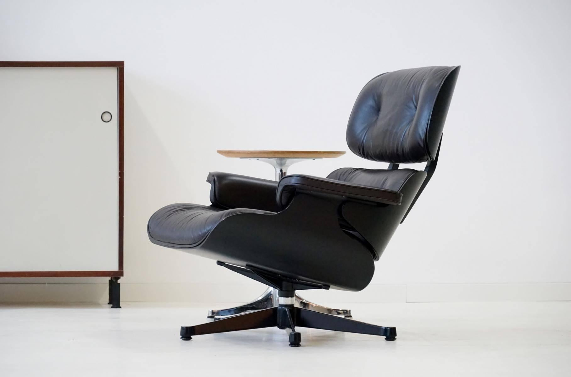 Vitra Chalres Eames : Original lounge chair by charles eames vitra from exhibition for