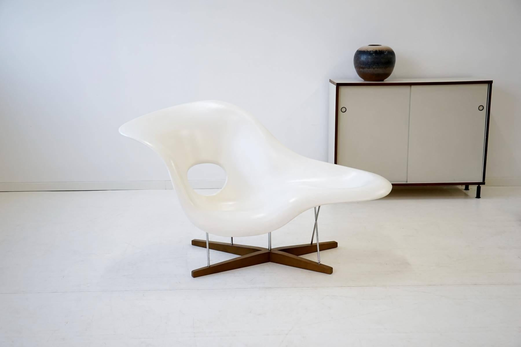 La Chaise By Eames For Vitra Chaise Lounge Recliner Chair Armchair In  Excellent Condition For Sale