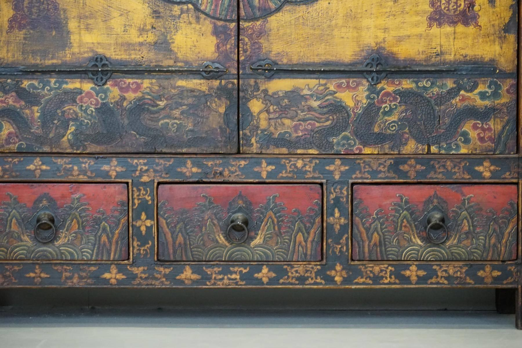 Antique Tibetan Cabinet Cupboard Painted Qing Dynasty Shanxi, 19th Century  In Good Condition For Sale