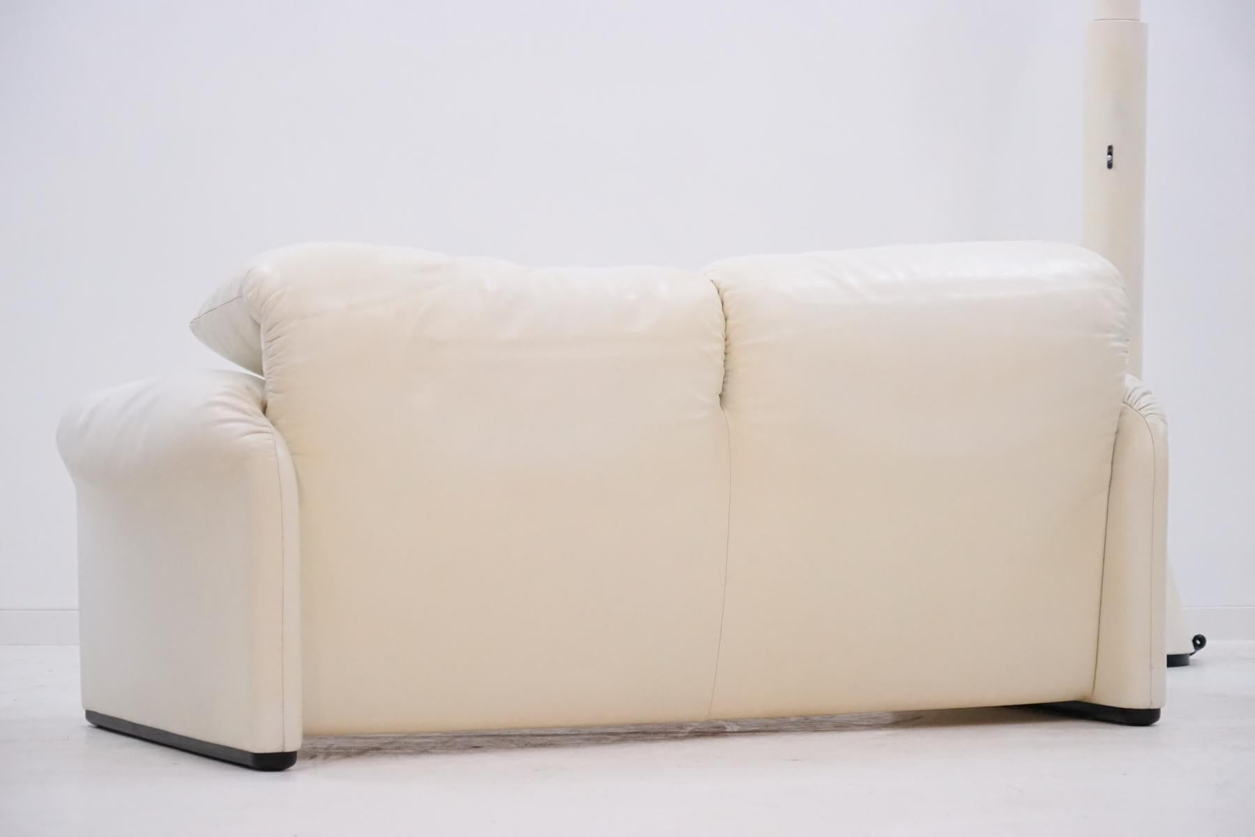 Two Seat Maralunga Cina Vico Magestretti Design Function Canapé Couch Leather At 1stdibs