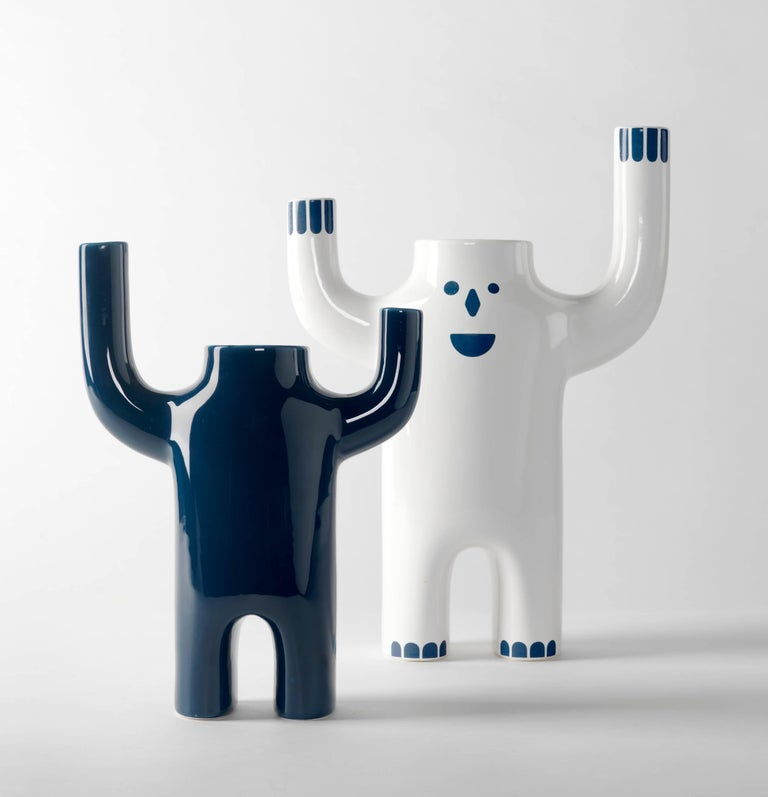 Verified and glazed porcelain in white or blue with optional decorations in blue or white.