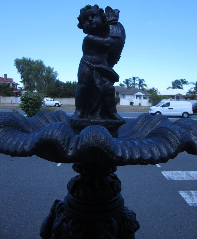 Large Antique Style Water Fountain In Excellent Condition For Sale In Runaway Bay, Queensland