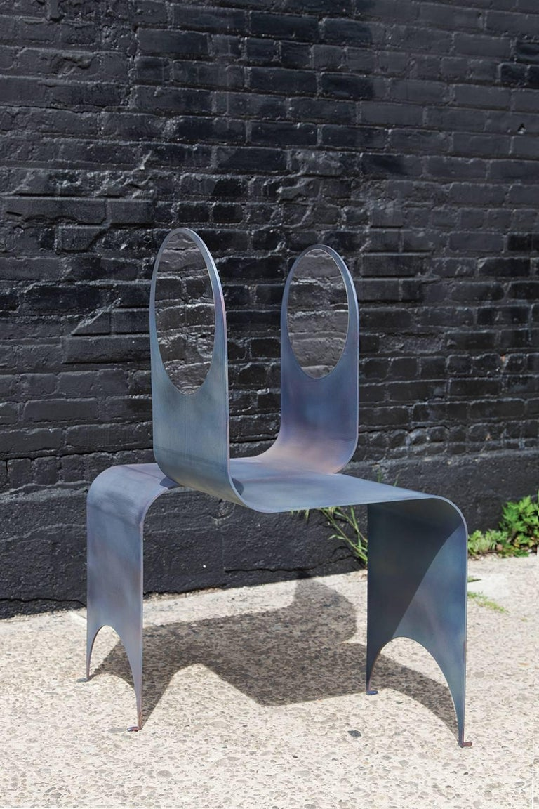 American Thin Tête-à-Tête in Contemporary Heat-Treated Steel and Polished Steel Inset For Sale