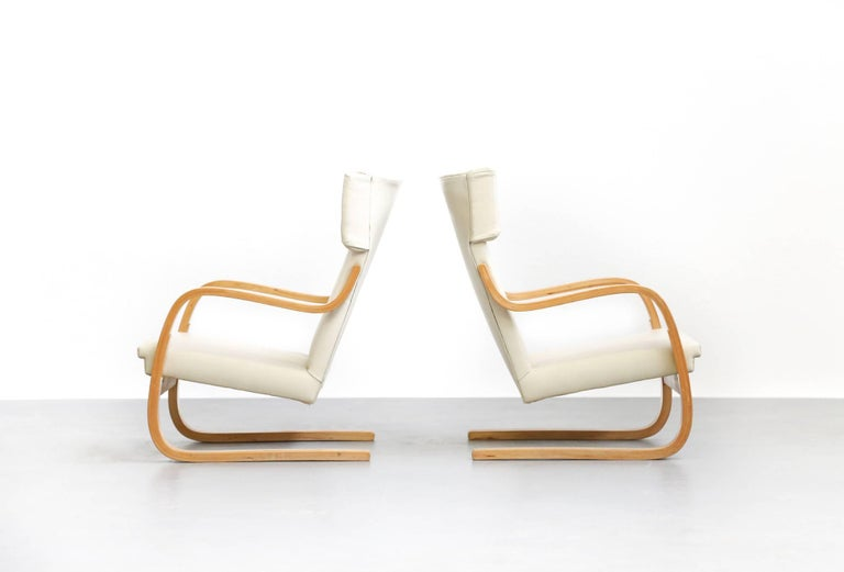 Scandinavian Modern Pair of Lounge Chairs Model 401 by Alvar Aalto, 1935 Finland Design For Sale