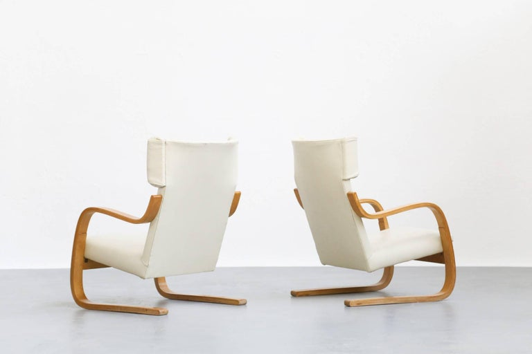 Pair of Lounge Chairs Model 401 by Alvar Aalto, 1935 Finland Design In Good Condition For Sale In Lyon, FR